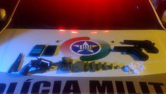 Um jovem foi preso por tráfico de drogas na noite de ontem (10) em  Bombinhas. Era por volta de 22h quando a polícia militar realizava uma  barreira na região ... b59e7c507e0