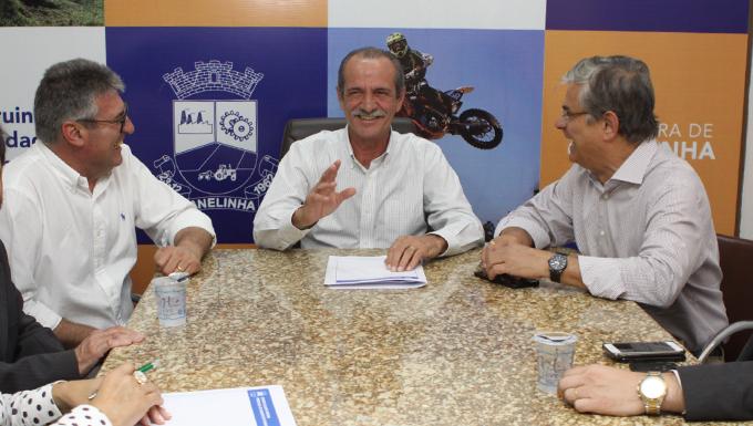 c34fdb0a633 A geração de emprego e renda para as famílias de Canelinha continua sendo  uma das principais bandeiras da administração municipal. Ontem (4)